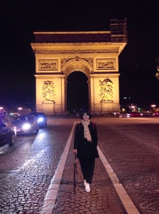 Di depan Triumpal Arch saat menuju Moulin Rouge