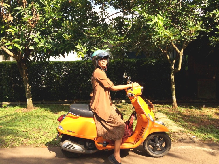 bervespa ria membelah jalanan Jakarta tanpa takut silau