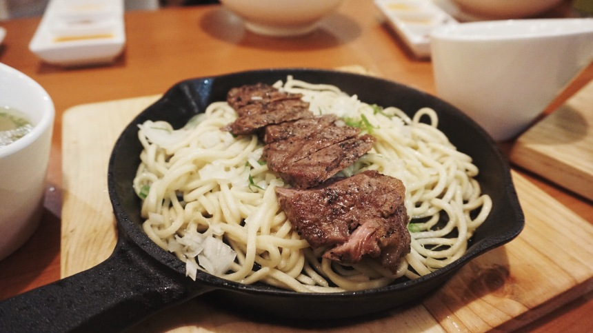 The innovative ramen sizzling hot plate